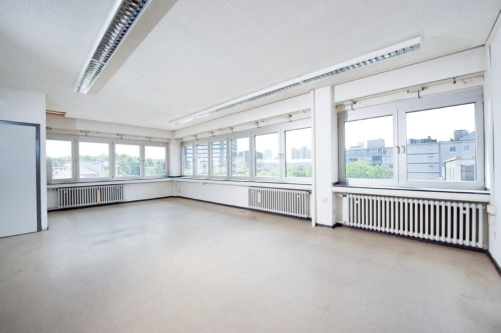 Büroeinheit mit Fensterfront