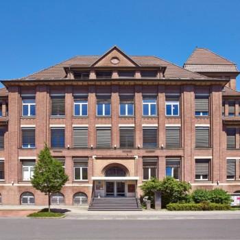 Ehemalige Thyssen-Zentrale in Mülheim wechselt Eigentümer RUHR REAL vermittelt Haus der Wirtschaft an Vermögensverwaltung