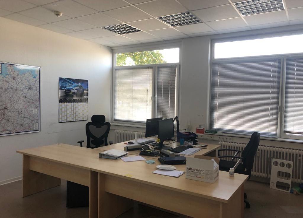 Großes Büro