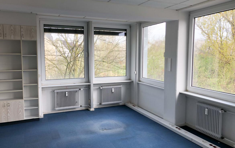 Büro mit Einbauschränken